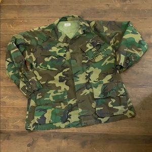 VINTAGE Authentic Military Issue Camo Jacket Shirt